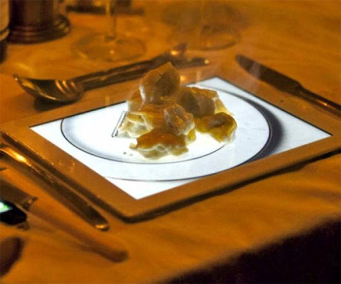 Postre de hojaldre de manzana servido sobre la imagen de un plato en un Ipad