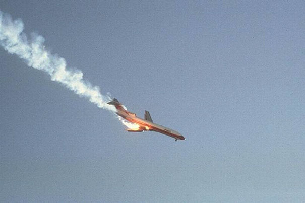 In 1978, Pacific Southwest Airlines Flight 182 Tragically Crashed Into A Small Private Cessna 172 Plane And Fell From The Sky. This Picture Captures The Plane Just Before It Hit The Ground