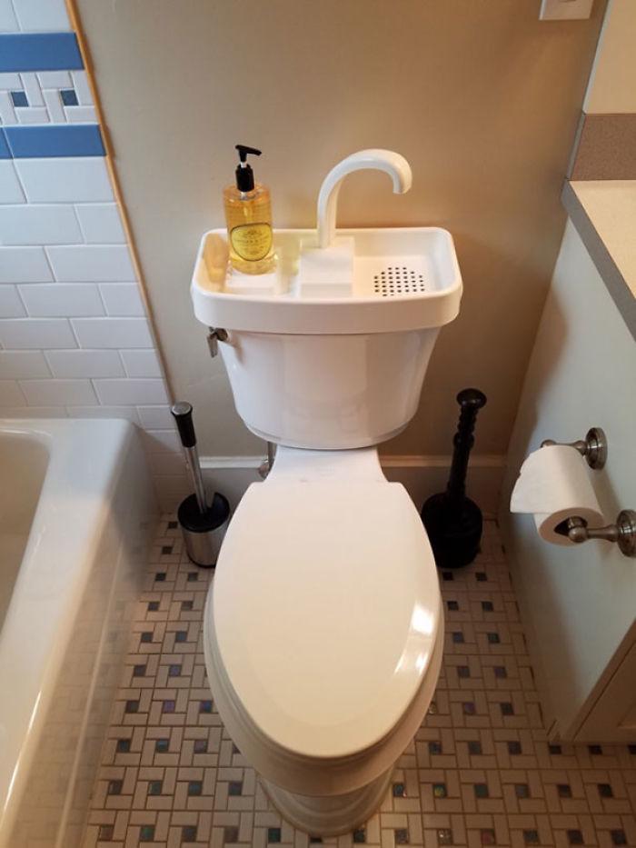 Tipo de retrete común en Japón. Te lavas las manos y se reutiliza el agua para la siguiente vez que se tire de la cadena