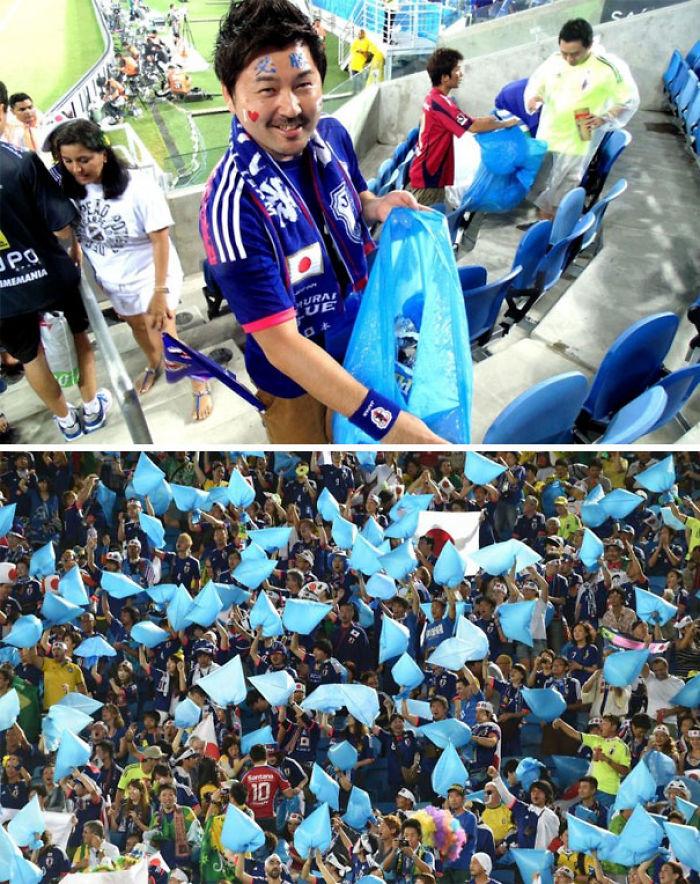 Fans japoneses tras el partido del mundial de futbol de 2014 quedándose a limpiar