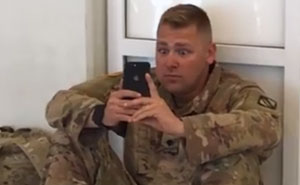 Este soldado no llegaba a tiempo para el nacimiento de su hija, y algo inesperado ocurrió en medio del aeropuerto