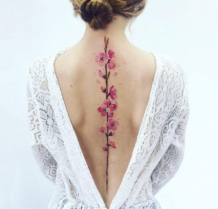 20+ Ideas increíbles para tatuarse la columna que querrás hacerte
