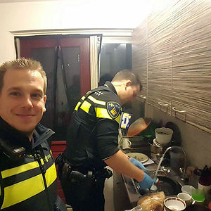 After A Woman Was Taken To The Hospital With Hypoglycemia (Low Bloodsugar), Two Policemen Stayed Behind To Prepare Dinner For The Five Kids Who Were Still In The House. Afterwards, They Also Did The Dishes