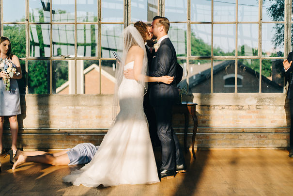 "Groom's Sister Passed Out At The Exact Moment The Judge Said ""You May Kiss The Bride"""