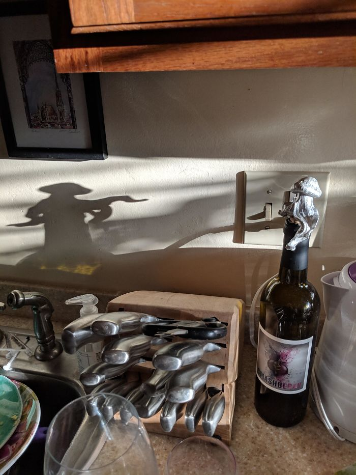 The Shadow Of This Jellyfish Wine Stopper Looks Like A Wandering Samurai