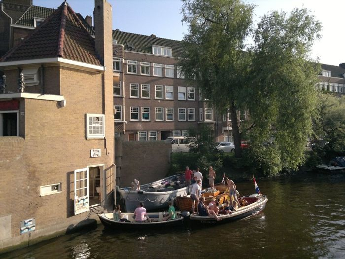 Amsterdam Has A Pizzeria For Boats