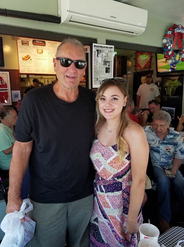 My Facebook Friend Met Ed O'Neill And The Guy Behind Her Can't F**king Believe It