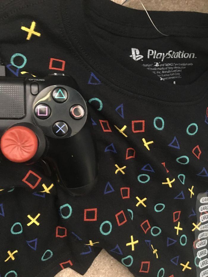 Camisa oficial de Play Station con los colres equivocados