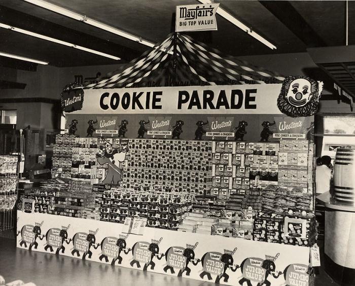 Exhibición de galletas de supermercado Mayfair, años 50