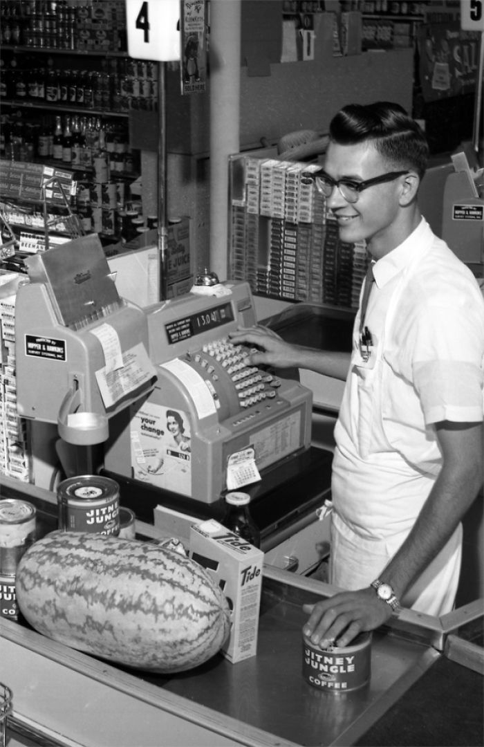 Jitney Jungle Checkout Clerk Billy Barineau In Tallahassee, 1962