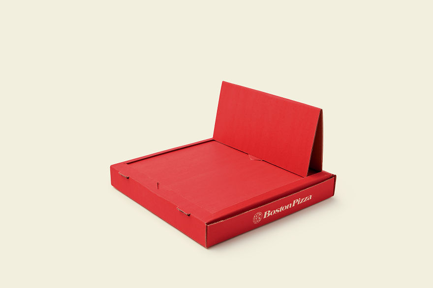 We Made A Pizza Box That Turns Into A Tray For Eating In Bed