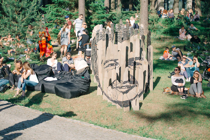 Artist Creates Multidimensional Sculpture: You Have To Be On The Right Spot To See It