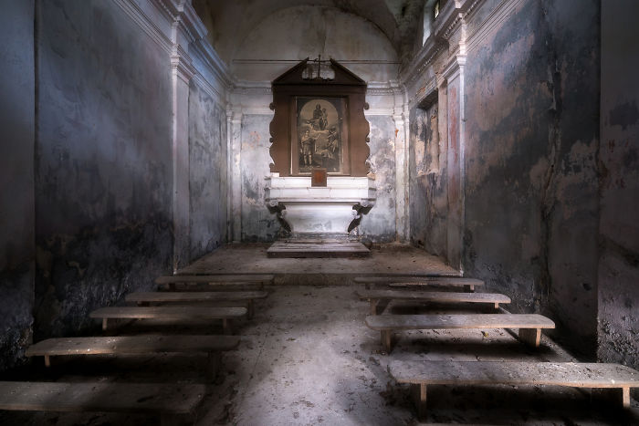 15 Photos Of Abandoned Houses Of God