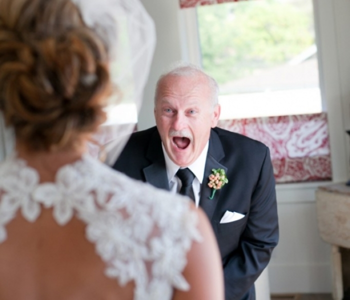 179 Times Fathers Couldn't Hold Back Their Emotions After Seeing Daughters In Wedding Dresses For The First Time