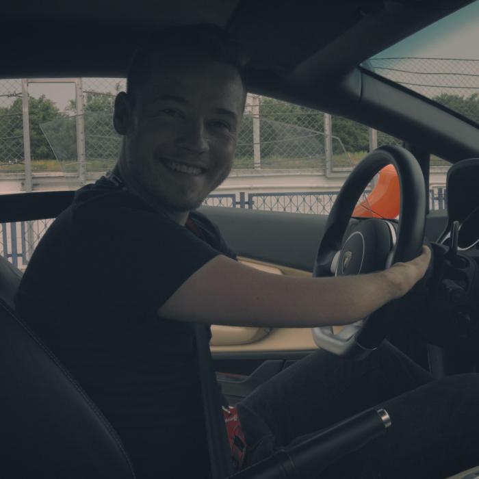 This Man Is Driving Lamborghini Gallardo With No Arms!