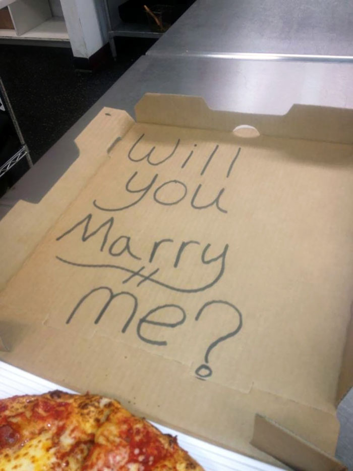"""A Guy Asked Us To Write On His Pizza Box """"Something To Cheer Up My Girlfriend."""" Wonder How That Went?"""