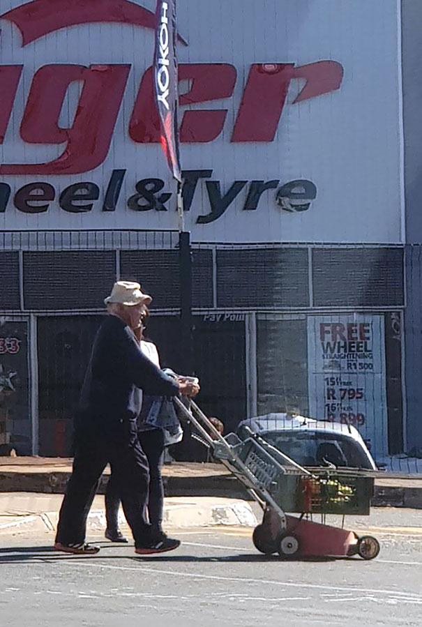 We're In 2018 And This Guy Here Is In 3018 With His Busted Lawnmower That He's Turned Into A Trolley