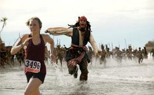 Este marido reaccionó de forma muy graciosa cuando su esposa ganó su 1ª carrera de 5 km