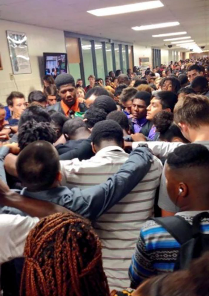 The Halls Of A High School In Texas Filled With Students Supporting Their Classmate After His Mother Lost Her Battle With Cancer