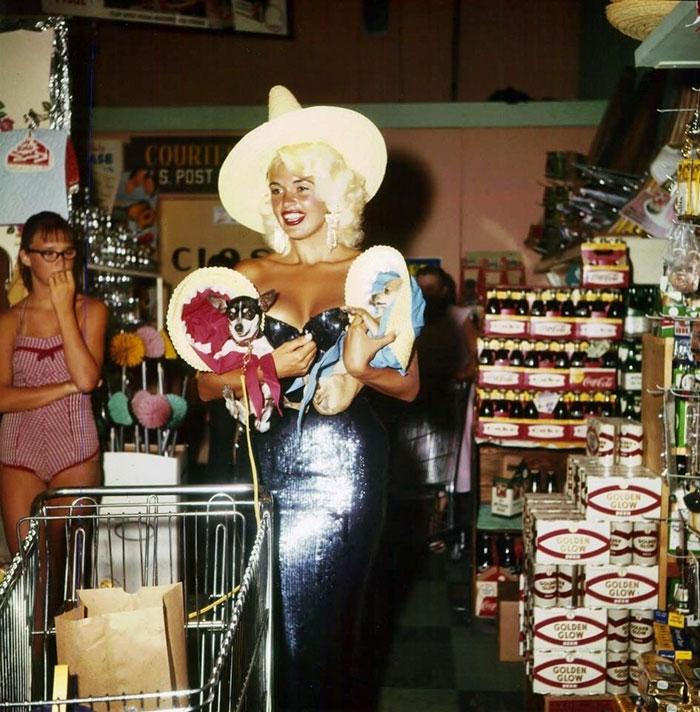 Jayne Mansfield Grocery Shopping In Las Vegas, 1959