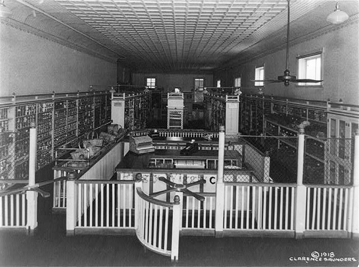 Interior Of The Original Piggly Wiggly Self-Service Grocery Store, Memphis, Tennessee. The First Self Service Grocery Store, Opened 1916. Picture From 1918