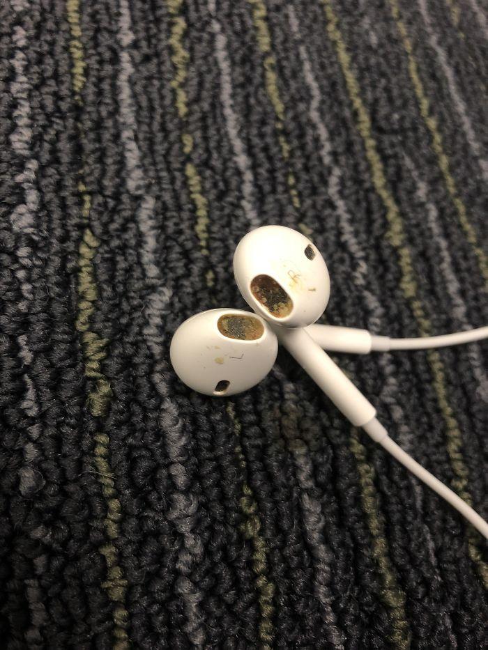 """""""Gracias, te devuelvo los auriculares en unos días"""""""