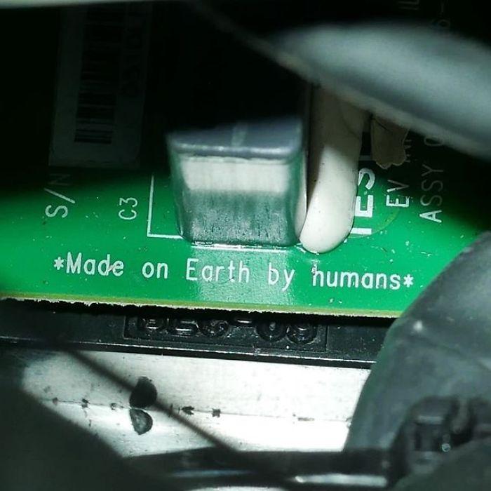 *Fabricado en la Tierra por humanos*
