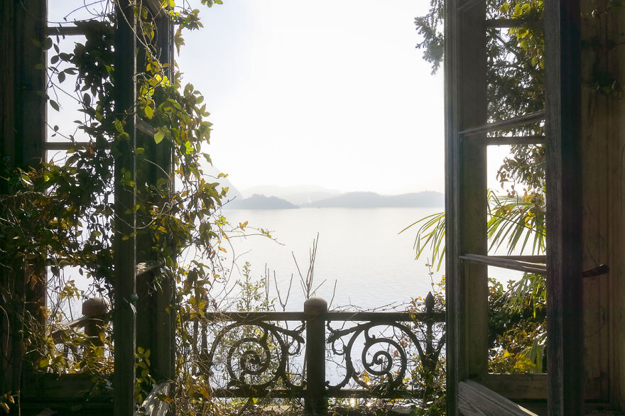 Lovely View Outside Of An Abandoned Villa
