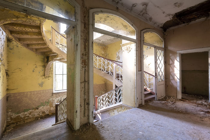 Weirdly Shaped Staircase In An Abandoned Palace