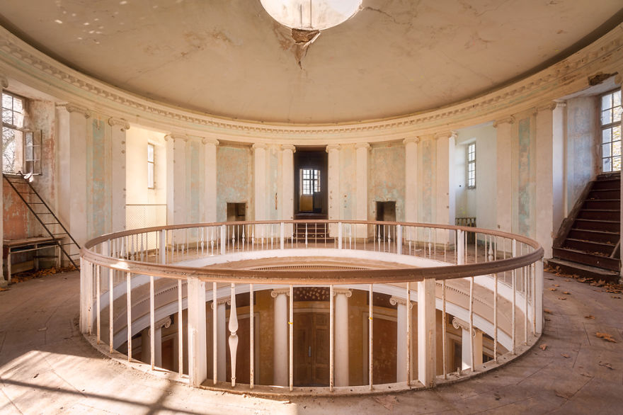 Circle On The Top Floor Of An Abandoned Palace