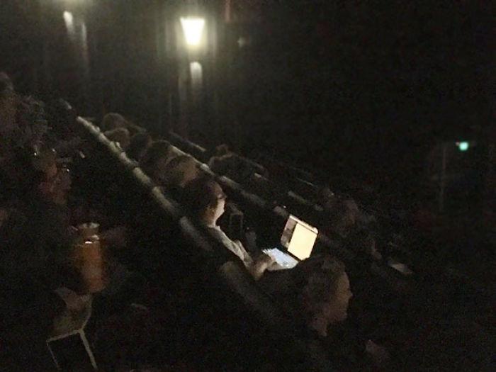Con un portátil en el cine