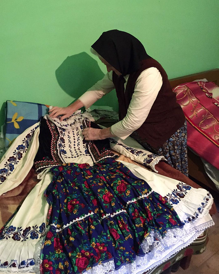 dior-copy-traditional-romanian-design-clothes-22