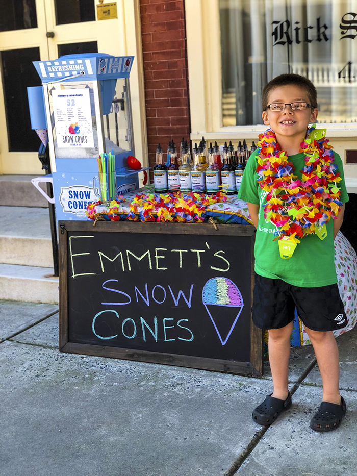 father son selling snow cones business Emmett (1)