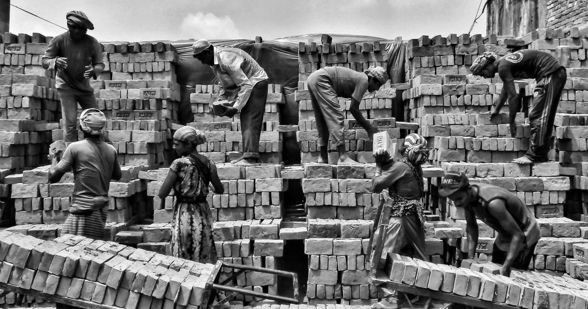 Look How Hard Peoples Work At Bricks Kiln