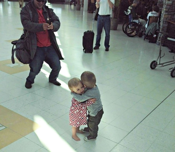 These Two Toddlers Who Had Never Met Before, But Decided To Hug It Out In The Middle Of An Airport Terminal