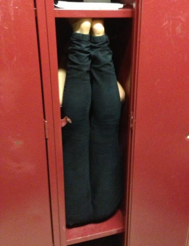 """My Teammate Is A 5'6"""" Gymnast. She Bet Us She Could Completely Fit In Her Locker. She Won"""