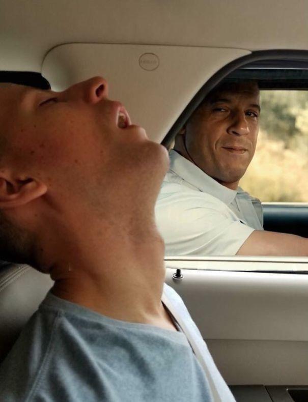 funny-sleeping-boyfriend-photoshop-pictures-eria-auguste-28-5b484b64a242e__605-5b4897bce90c4.jpg