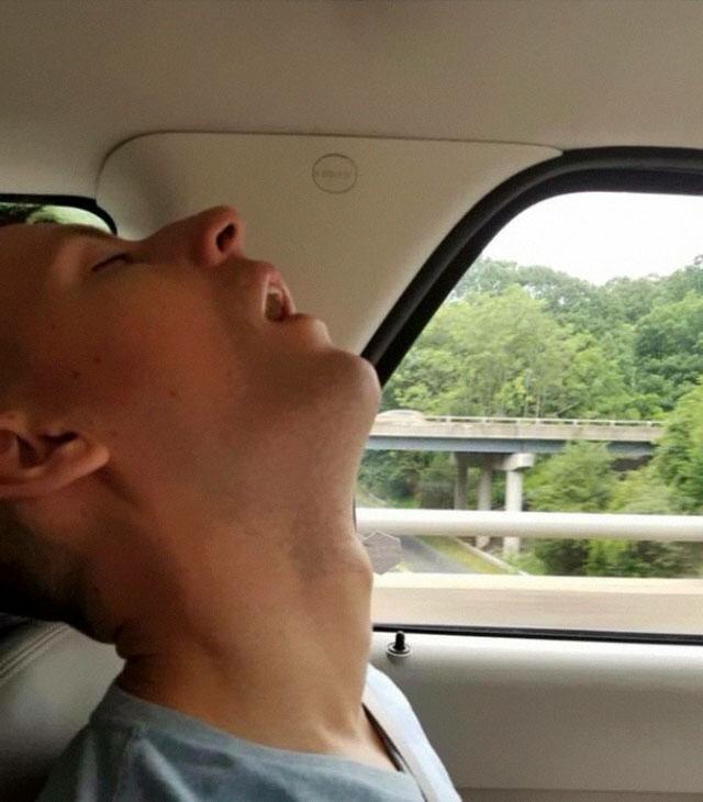 funny-sleeping-boyfriend-photoshop-pictures-eria-auguste-32