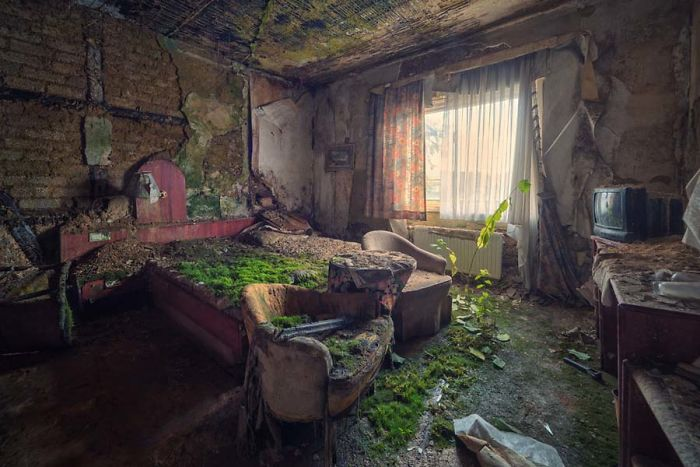 The Beauty Of Abandonment Captured By A Photographer