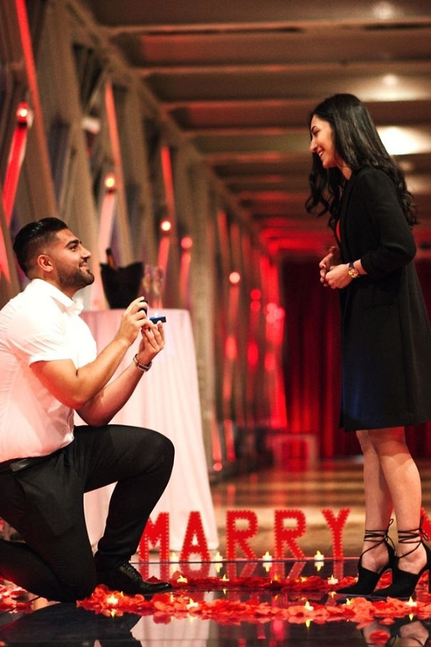 marriage-proposal-red-rose-proposal-idea-nrgzox-oalici-5b4d9d4b8c04d.jpg