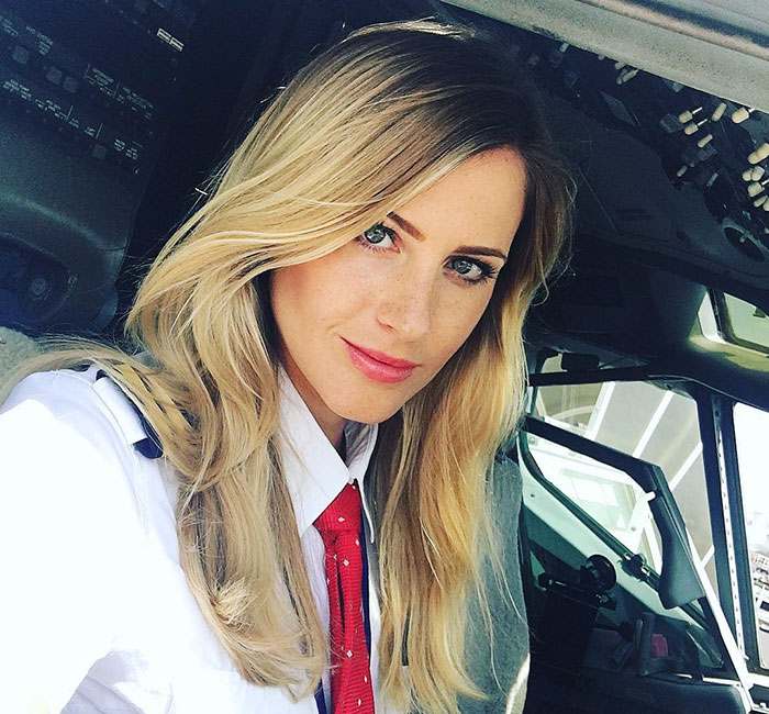 After Quitting Her Boring Job To Become A Pilot, This Woman Is Taking Over Instagram With Her Selfies