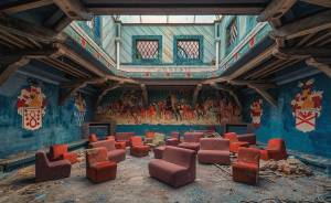 Photographer Takes Pictures Of Abandoned Buildings Around Europe