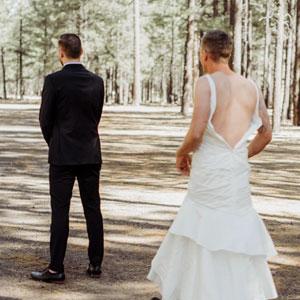 Esta novia envió a su hermano a la prueba de la boda en vez de ir ella, y la reacción del novio es genial