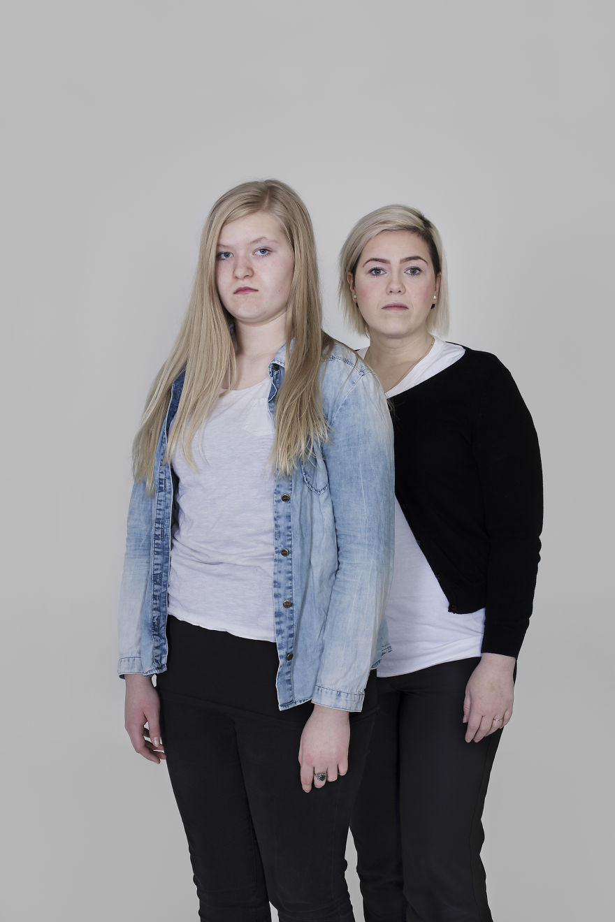 Mothers And Daughters From Iceland Pose In This Photosession And They All Have One Thing In Common