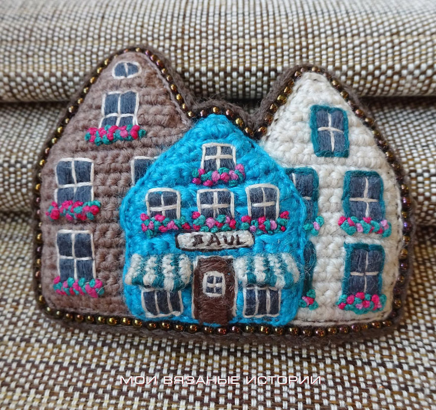 Cosy Crocheted Houses And Streets In Brooches