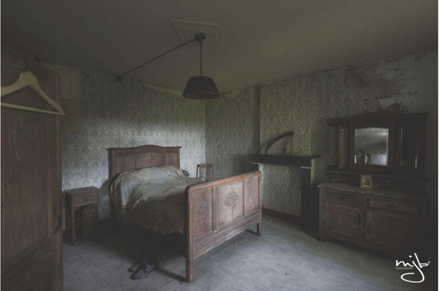 I Photographed The Best-Kept Bedroom Secrets Of All Times