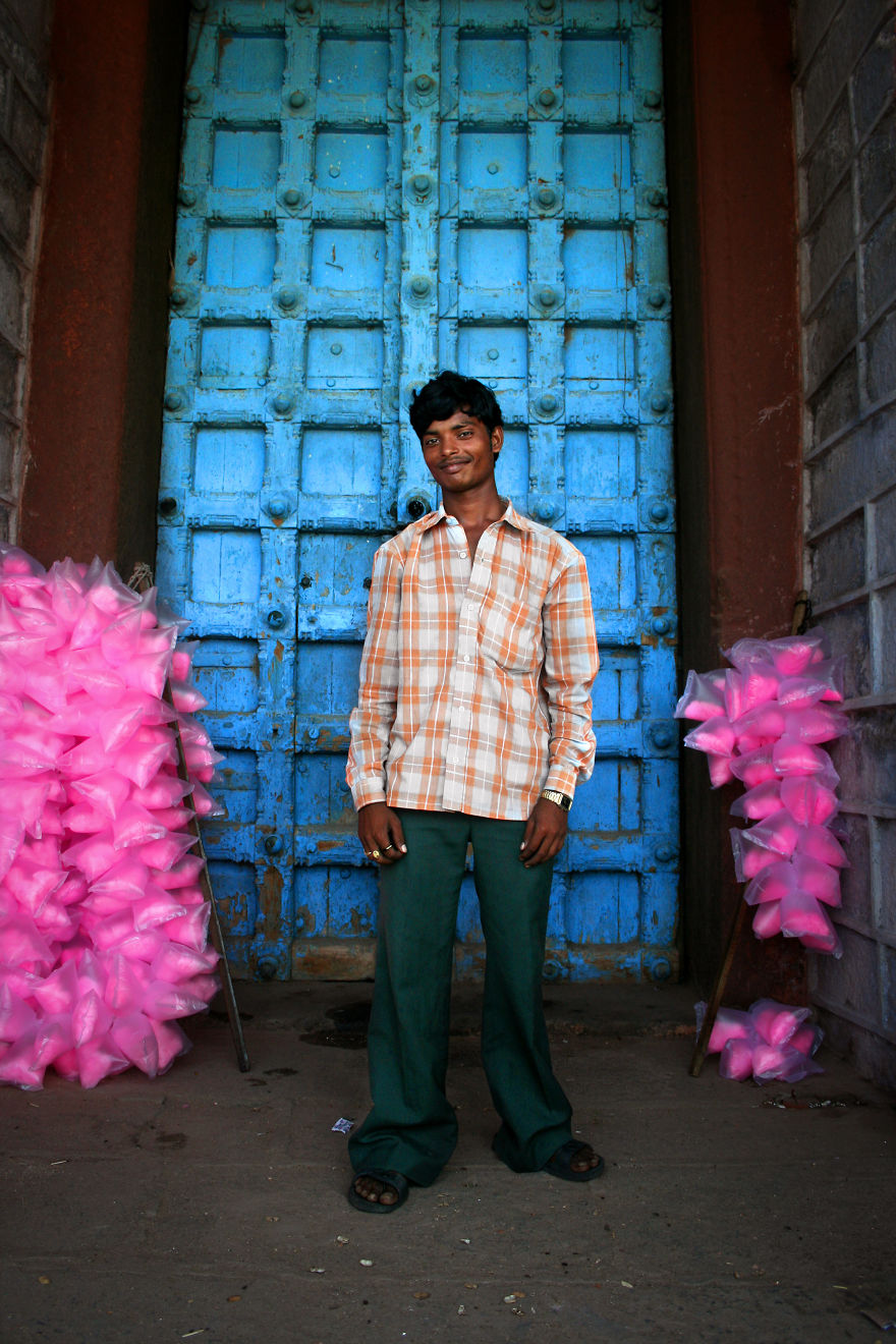 A Cotton Candy Seller Stands In Front Of The Entrance Of Devi Kanya Kumari Temple In Kanyakumari, A Hindu Pilgrimage City In The State Of Tamil Nadu