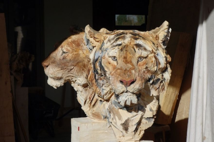 Artist Uses A Chainsaw To Transform Wood Into Stunning Sculptures