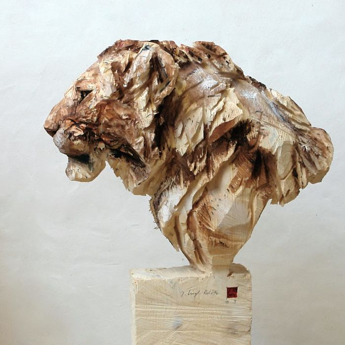 Artist Uses A Chainsaw To Carve Wood, And His Sculptures Are Amazing