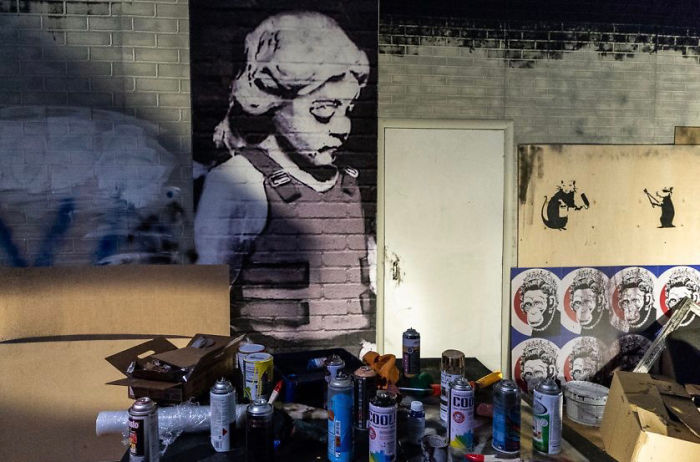 """Unauthorized Moscow Banksy Exhibit Elicits """"Lol"""" From Artist"""